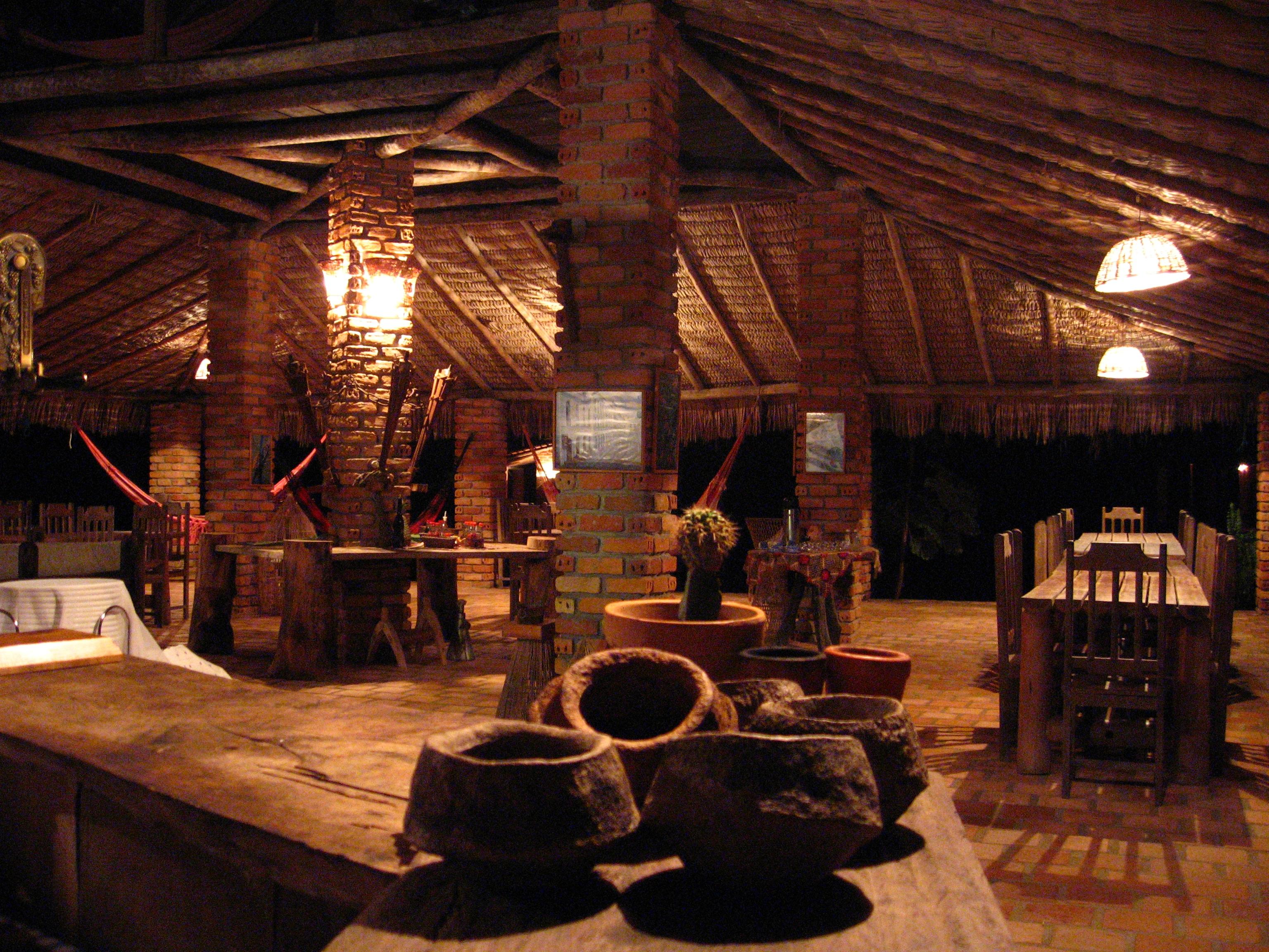 pousada-rancho-do-buna-restaurante-a-noite